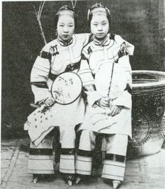 Two Han Chinese girls during the late Qing Dynasty.