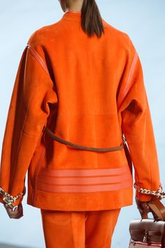 Hermès Spring 2019 Ready-to-Wear Fashion Show Details: See detail photos for Hermès Spring 2019 Ready-to-Wear collection. Look 70 Fashion Details, Love Fashion, High Fashion, Fashion Show, Fashion Design, Fashion Fall, Style Couture, Couture Fashion, Vogue Paris