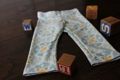 Organic Summer Print  Baby Leggings by monsterandthemoose on Etsy- These baby bottoms are soft, supple, and versatile-- AND they make the best baby shower gifts!