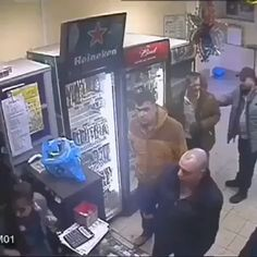 Cashier is a boss - Cashier Humor - Cashier Humor meme - - Cashier is a boss The post Cashier is a boss appeared first on Gag Dad. Wtf Funny, Funny Memes, Hilarious, Jokes, Best Funny Videos, Best Funny Pictures, 9gag Amusant, Prank Videos, Videos Online
