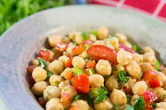 Chickpea Salad, mint & lemon: A flavour packed meal on its own or the perfect side dish for a BBQ or with Mexican food 15 Minute Dinners, Midweek Meals, Chickpea Salad, Gluten Free Recipes, Mexican Food Recipes, Side Dishes, Food And Drink, Cooking Recipes, Vegetarian