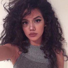 Big lips, lipsticks, curly hair, beauty, tan, natural look