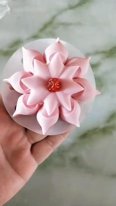 Fondant Flower Tutorial, Fondant Flowers, Clay Flowers, Sugar Flowers, Art Flowers, Fondant Rose, Decoration Patisserie, Food Decoration, Cake Decorating Techniques