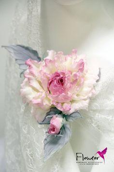цветы из шелка Fabric Flower Brooch, Fabric Flower Tutorial, Fabric Flowers, Paper Flowers, Foam Flower, Clay Flowers, Dried Flowers, Pink Christmas Tree Decorations, Buttonhole Flowers