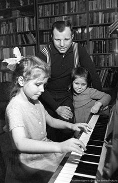 Yuri Gagarin with daughters