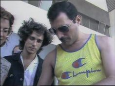 Freddie & Roger at the airport. Freddie Mercury Interview, Mary Austin Freddie Mercury, Queen Freddie Mercury, Queen Youtube, Queen Albums, A Kind Of Magic, You're Hot, Lily James, Queen Band