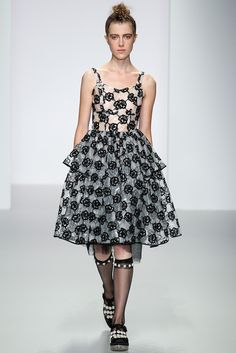 Simone Rocha Spring 2014 Ready-to-Wear Fashion Show