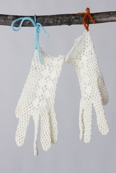 vintage 50's hand crocheted cream colored gloves by foxandfawns, $14.00