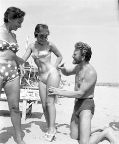 Kirk Douglas enjoyed his notoriety on the Lido Beach in Venice in 1953, signing the thigh of painter Novella Parigini.