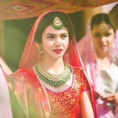 Minimal contrast color jewellery works best for a fresh, natural look. This wedding season, lets go for elegance !  .  .  @ozenstudios  .  .  #weddingzin #weddingphoto #weddingplanner #weddingdress #wedding #weddinggoals #weddingphotography #jewelry #indianbride #instabride #instagood #instalike #instalove