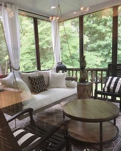 Outdoor porch swings are a classic accent on the porch of a home. They are an excellent place to chill off on a hot evening. In the last twenty years porches Patio Decor, Porch Furniture, Sunroom Decorating, Porch Decorating, Brick Exterior House, Home, Porch Swing, House With Porch, Home Decor