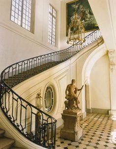 Belle Epoch Paris Apartments Interiors | décoration d'un hotel particulier parisien par Henri Samuel