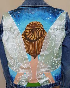 Chaquetas pintadas a mano by Ivette FASHION WORLD Customised Denim Jacket, Custom Denim Jackets, Painted Jeans, Painted Clothes, Diy Clothing, Custom Clothes, Denim Art, Diy Wardrobe, Sneaker Art
