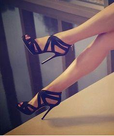 Love Strappy criss-crossy Black Heels