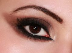 #MakeupTips Shades of brown applied beautifully on #BrownEyes. Click here to try this #EyeMakeup with us..
