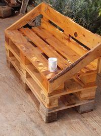 Banquette en bois de palette rustique.
