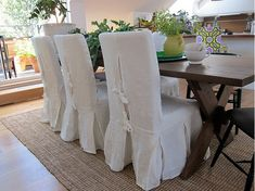 Henriksdal chairs in Loose Fit - Country Style slipcovers with box pleats in Rosendal Pure Washed Linen - Soft White from Bemz Dining Table Redo, Low Back Dining Chairs, Dining Room Chair Slipcovers, Dining Room Chair Covers, Dinning Room Tables, Dining Rooms, Shabby Chic Dining Room, Shabby Chic Chairs, Shabby Chic Kitchen Decor