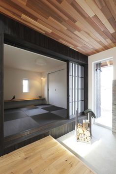 Image 2 of 18 from gallery of Suehiro Hous / ALTS Design Office. Courtesy of ALTS Design Office Modern Japanese Interior, Modern Interior Design, Interior Design Inspiration, Tatami Room, Rustic Chic Decor, Japanese Architecture, Beautiful Living Rooms, Japanese House, House Rooms
