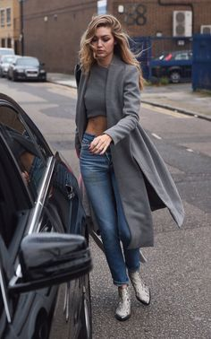 Gigi Hadid wearing Lavish Alice Grey Marl Royal Tie Coat, Lavish Alice Grey Marl Press Stud Detail Racer Crop Top, Zadig & Voltaire Mods Boots in Python and Re/Done High Rise Crop Jeans Gigi Hadid Casual, Gigi Hadid Outfits, Gigi Hadid Style, Mode Chic, Mode Style, Street Fashion Show, Estilo Gigi Hadid, Mod Fashion, Style Fashion