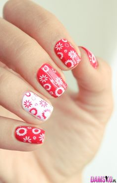 cute & lovely nail art - red & white, can be perfect for winter, what do you think?