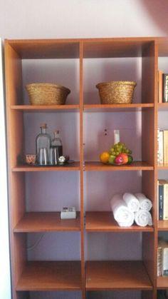 Simple welcome shelf