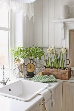 Norwegian cottage style from Vibeke Design Cottage Kitchens, Home Kitchens, French Kitchens, Modern Kitchens, Black Kitchens, Cottage Homes, Farmhouse Style, Farmhouse Decor, Farmhouse Sinks