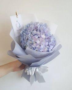 39 Ideas flowers gift bouquet floral arrangements florists for 2019 Bouquet Wrap, Gift Bouquet, Beautiful Flower Arrangements, Floral Arrangements, Flower Boxes, My Flower, Hydrangea Bouquet, Hydrangeas, Decoration Bedroom
