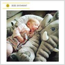 Une véritable peluche d'Amour! Super doux, l'éléphant accompagnera sagement votre enfant dans son sommeil. Il veillera sur lui avec bienveillance. Elephant, Plushies, Elephant Throw Pillow, Sleep, Love, Kid, Bebe, Elephants