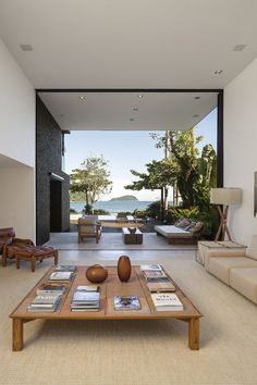 Architecture & Design Four Houses in Baleia / Studio Arthur Casas ᴷᴬ Modern Interior, Home Interior Design, Interior Architecture, Interior Paint, Studio Arthur Casas, Home And Living, Living Rooms, Modern Living, Home Remodeling