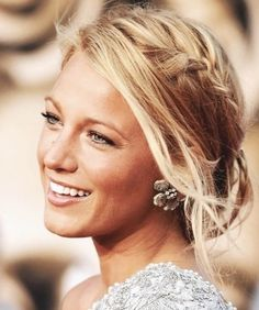 Blake Lively IS flawless beauty. One of the many things I love about her is her hair. She always has new styles and her hair always looks so healthy! My Hairstyle, Pretty Hairstyles, Braided Hairstyles, Wedding Hairstyles, Braided Updo, Messy Updo, Messy Hair, Wedding Updo, Boho Updo