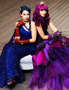 Kali Uchis Is My Wife — darkheartrockerr: Cotillion Couture Descendants Pictures, Disney Descendants Dolls, Descendants Wicked World, Descendants Characters, Descendants Cast, Dove Cameron Descendants, Dove Cameron Style, Mal And Evie, Disney Princess Fashion