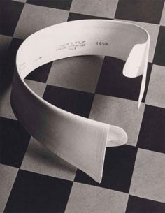 Ide Collar, 1922 © Paul Outerbridge, Courtesy of Bruce Silverstein Gallery