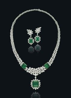 A SET OF EMERALD AND DIAMOND JEWELLERY