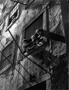 mondonoir:  Adelino de Castro, Trabalhadores Excluídos (O Fardo das Imagens), ca. 1953