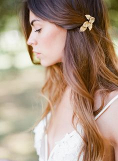 Peigne bijoux de cheveux – Oscar` Lovely tiny gold hairpin - Bridal hair accessories Available on www.orchideedesoie.com