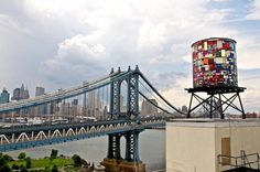 """Brooklyn artist Tom Fruin has built a 25 by 10 foot tall """"stained glass"""" water tower formed from nearly colorful salvaged plexiglass pieces gathered from all over NYC. Brooklyn Bridge Park, Brooklyn Nyc, Instalation Art, Ville New York, Washington Street, Lower Manhattan, Manhattan Bridge, Places, Impressionism"""