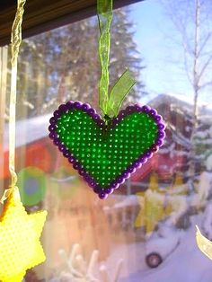 http://romulyylinjoulukuu.blogspot.fi/2012/12/hama-helmista.html