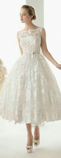 New dress short wedding rosa clara 50 ideas Bridal Skirts, Bridal Gowns, Wedding Gowns, Types Of Gowns, Traditional Gowns, Wedding Dress Trends, Wedding Ideas, Tea Length Wedding Dress, Bridal Fashion Week