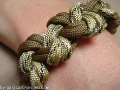 A very easy and unique bracelet design. In this post I will show you how to make a paracord square knot bracelet. This is a very popular bracelet pattern that people like to use. It is unique and has not been overdone. What is the real name for it, I can not say but so far, …