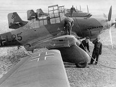 The Grumman TBF Avenger aircraft was manufactured by General Motors in World War II. Luftwaffe, Ww2 Aircraft, Military Aircraft, Aircraft Painting, Ww2 Planes, War Photography, Aircraft Design, War Machine, Military Weapons