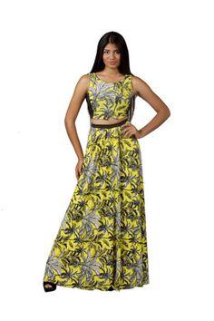Conjunto de falda estampada de lycra y top de lycra/microfibra de la diseñadora venezolana Bancy de la colección Powerosa