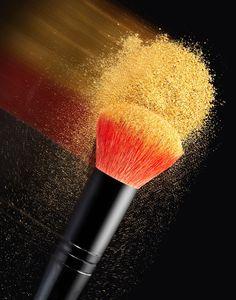 Blurred streak of gold makeup on a brush Makeup Backgrounds, Gold Makeup, Makeup Inspiration, Makeup Brushes, Beauty Makeup, Swag Dress, Photography, Diy Design, Beautiful