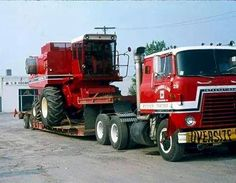 Transtar with a loaded lowboy. International Harvester Truck, International Tractors, John Deere Equipment, Heavy Equipment, Combine Harvester, Cab Over, Vintage Farm, Gmc Trucks, Classic Trucks