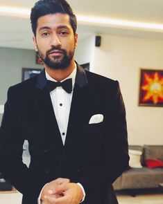 He didn't have to do all that to my heart (and other parts), but he really DID THAT. 2018 Belonged To Vicky Kaushal And I Will Not Have Anyone Tell Me Otherwise Famous Indian Actors, Indian Celebrities, Bollywood Celebrities, Bollywood Actress, Man Crush Everyday, Star Cast, Falling In Love With Him, Bollywood Stars, Bollywood Fashion
