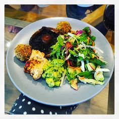 Oooooh get in my face you lovely plate of veggie goodies! BBQs don't always have to be meat-centric  #homemade #falafel #bbq #mushroom #organic #hummus with #dukkah #avocado #salad #roast #almonds  #plantpower #vegan #vegetarian #thankful #grateful #smugbatical #nomnomnom #greatoceanroad #oz #travels #instafood #melbourne #greens #eattherainbow #healthy #weightloss #fitness by eatsshootsandloaves