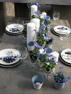 Slik lager du et lekkert konfirmasjonsbord – Tableware Design 2020 Beautiful Table Settings, Easter Table, Deco Table, Decoration Table, Holidays And Events, Tablescapes, Flower Arrangements, Diy And Crafts, Tableware