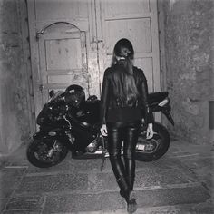 #daddy's neatness#outfits#bikers#bikergirl#bike#bikerboots#helmet#darkbiker#cbr#honda#chanelboots#black    www.daddysneatness.blogspot.com