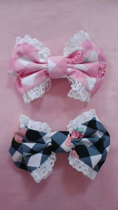 Checkered rose frilly bows
