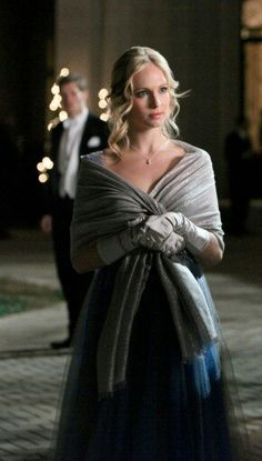 Candice Accola as Caroline Forbes in Vampire Diaries Vampire Diaries Stefan, Vampire Diaries Fashion, Vampire Diaries Cast, Vampire Diaries The Originals, Caroline Forbes, Klaus And Caroline, Damon Salvatore, The Cw, Alisson Teen Wolf