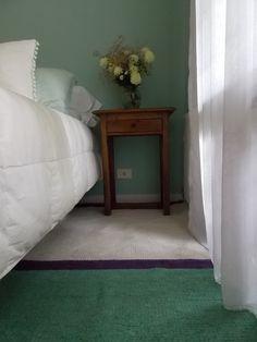 Al elegir la paleta para diseñar tu alfombra, considera el color de paredes y demás textiles del ambiente